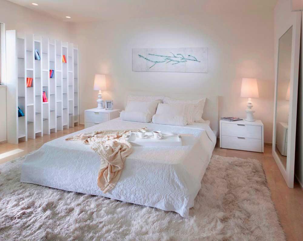 Длинноворсый ковер в спальне осенью