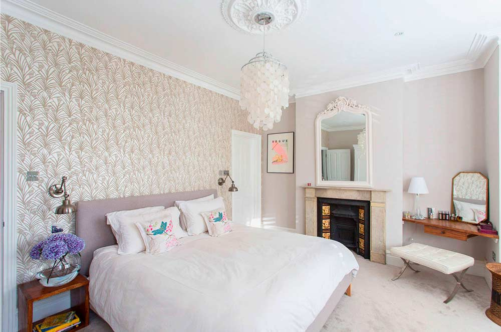 Правильное оформление пустого угла в спальне