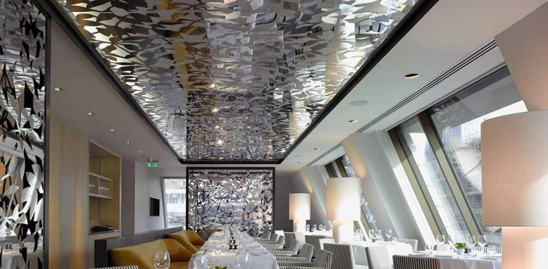 Увеличиваем-комнату-зеркальным-потолком