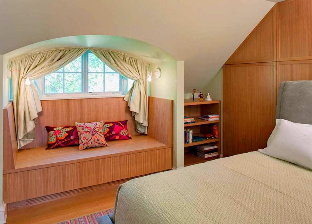 Функциональный-интерьер-маленькой-спальни