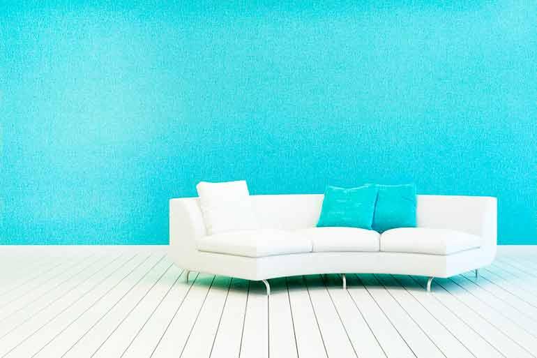 Как простыми средствами почистить белый кожаный диван