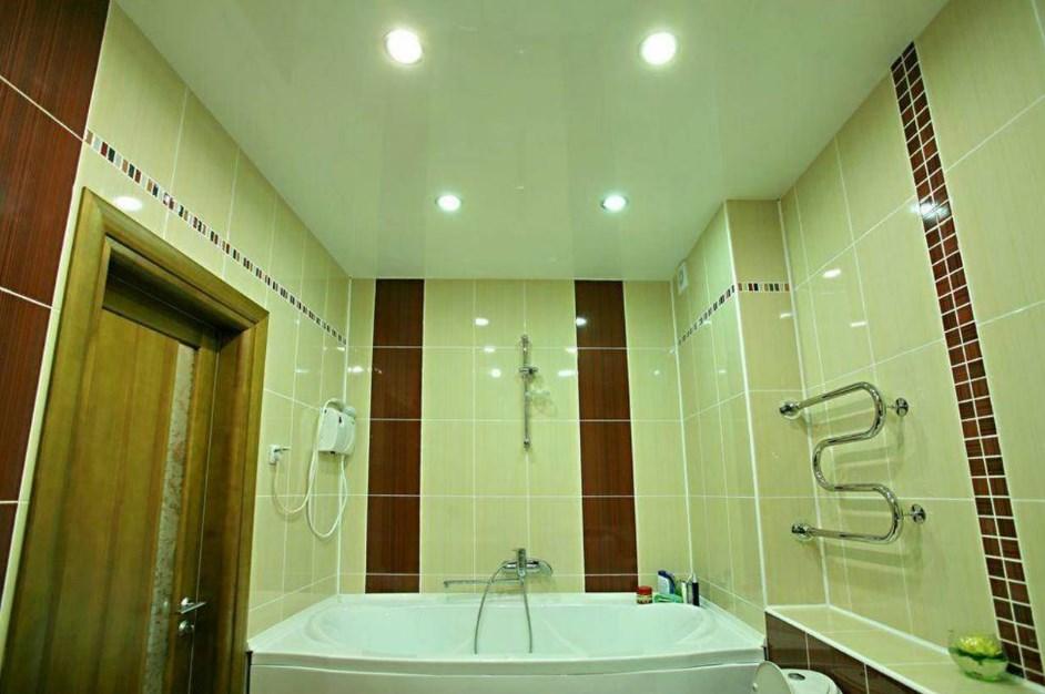 Почему потолок в ванной комнате должен быть натяжным