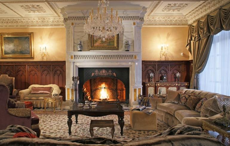 Дворцовый стиль в большой гостиной