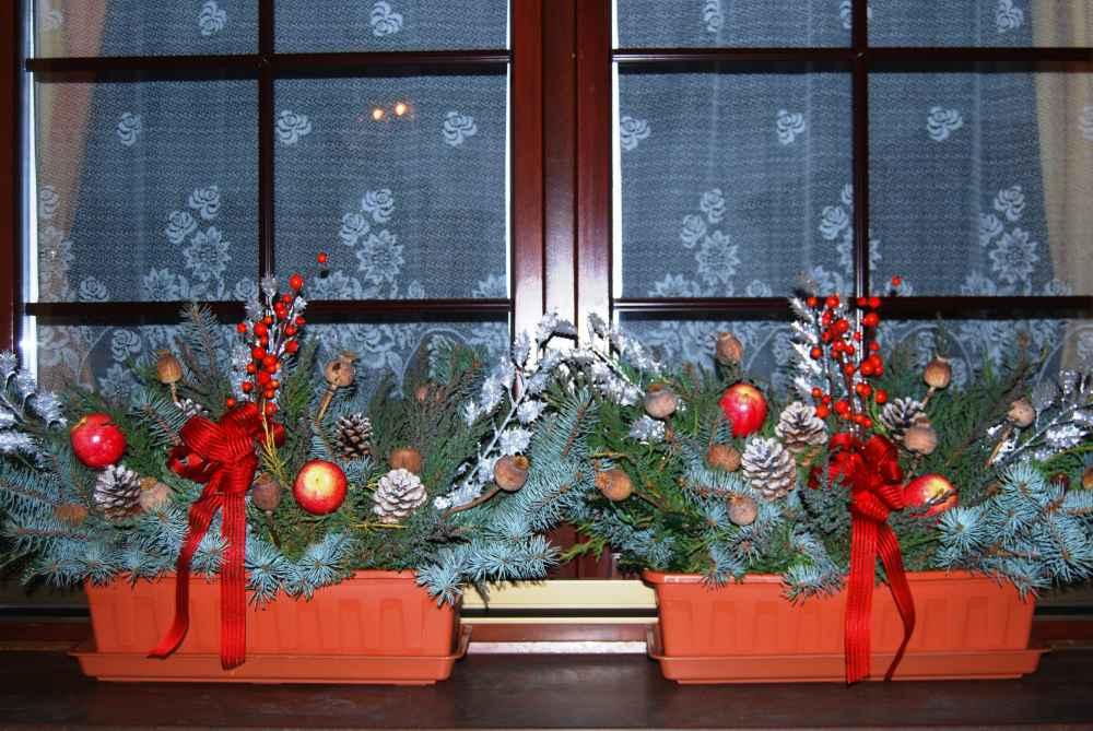 Как создать новогоднюю и рождественскую атмосферы -  украшение окон и дверей