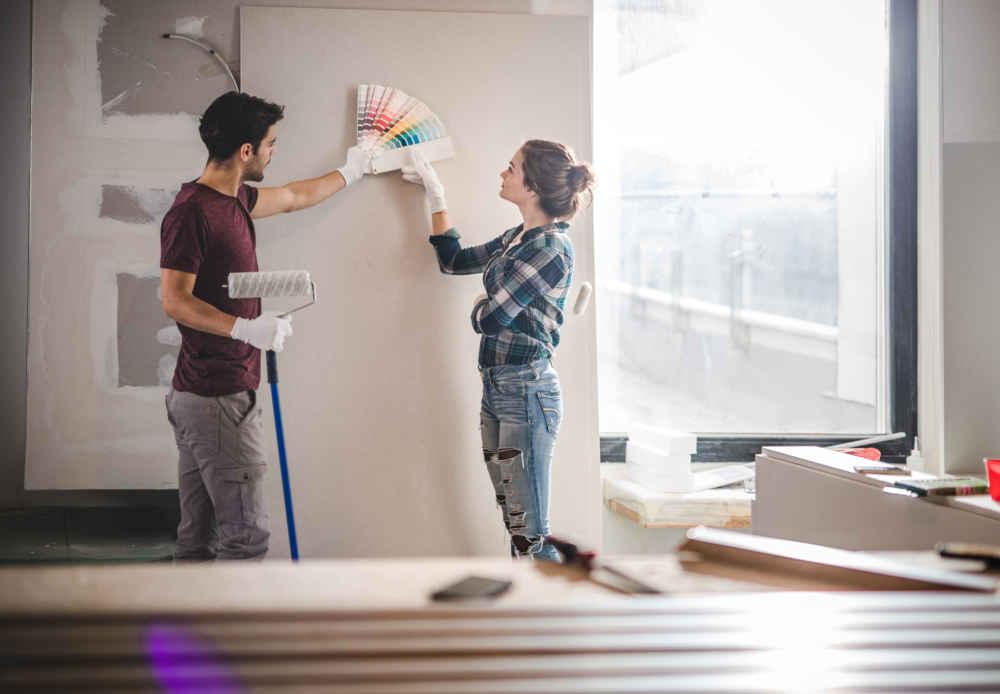 Как сэкономить на ремонте и покрасить стены самим