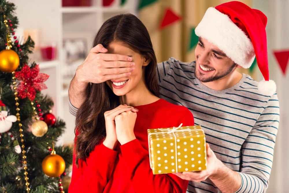 Что подарить на новый год женщине?
