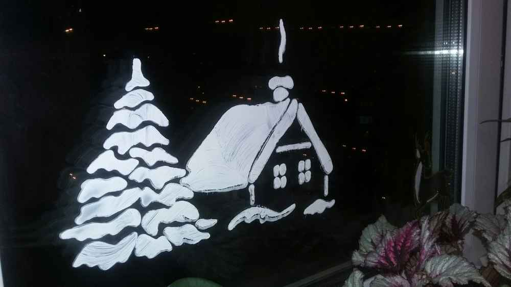 Как оригинально украсить окна на Рождество и Новый год
