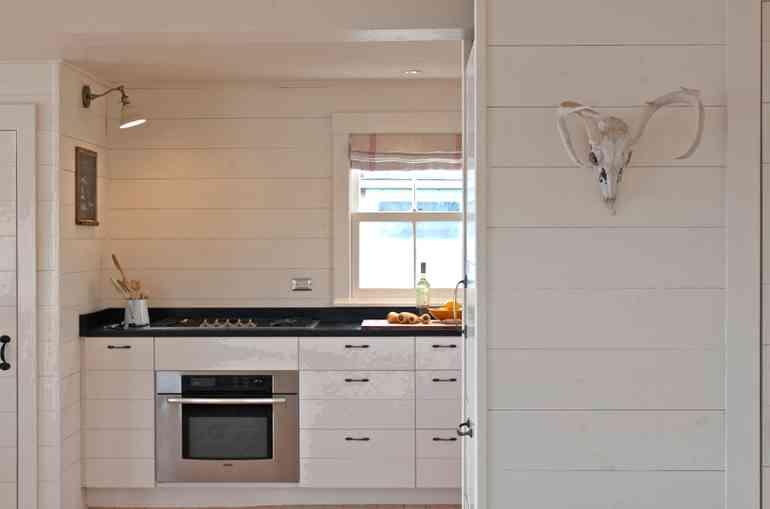 Можно ли сделать отделку пластиковыми панелями на кухне