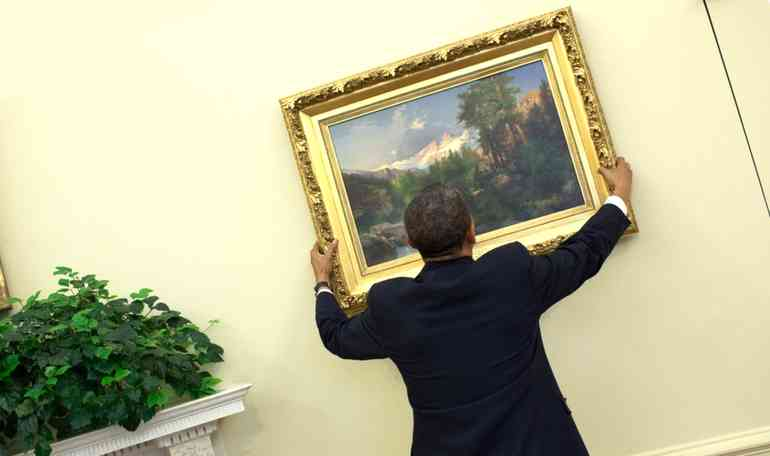Как вешать картины не портя стены