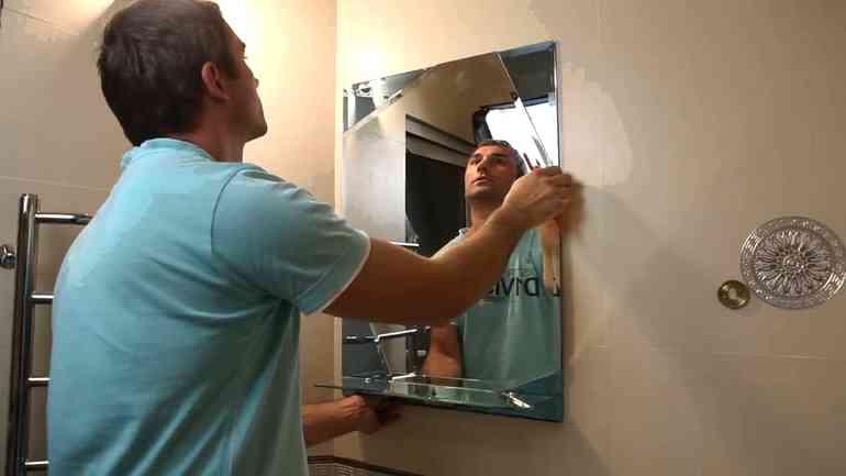 Как прикрепить зеркало к стене, чтобы оно не отпало