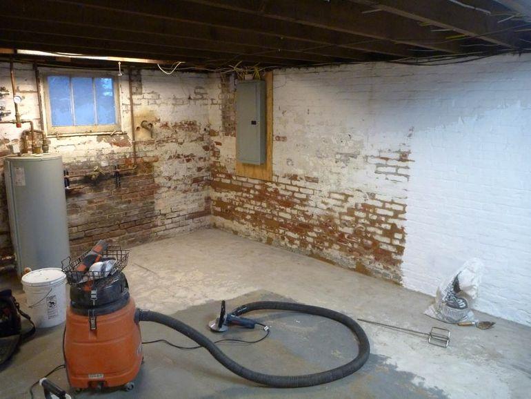 Как избавиться от сырости в подвале гаража