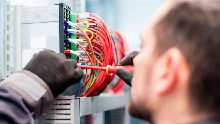 Какие вопросы нужно задать электрику, чтобы оценить его профессионализм