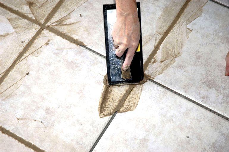 Как сделать красивую и прочную затирку для плитки