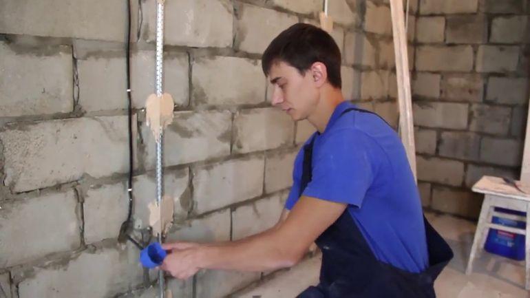 Как легко вытащить маяки из оштукатуренной стены