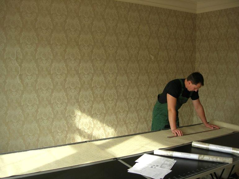 Лучшая технология поклейки обоев на различные поверхности стен