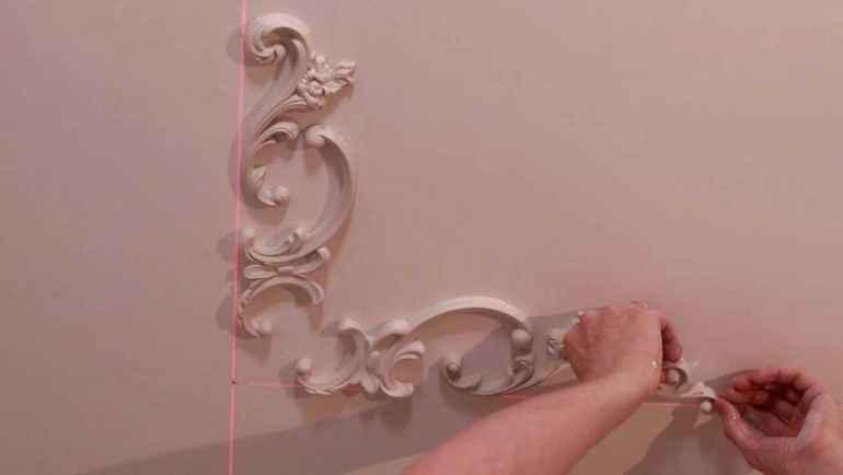 Как наклеить лепнину на стены, чтобы стыки были незаметными