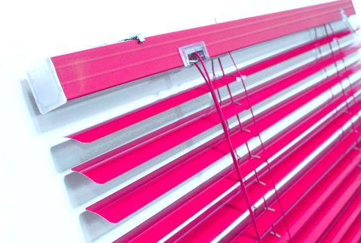 Как легко обновить пластиковые жалюзи с помощью аэрозольной краски