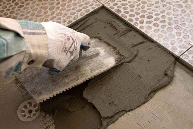Стоит ли использовать просроченный клей для плитки, если упаковка не была открыта