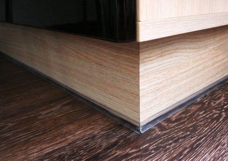 Почему нельзя устанавливать кухонный гарнитур без цоколя снизу