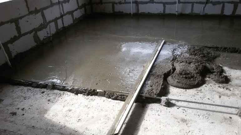 Как быстро устранить мелкие неровности бетонной стяжки