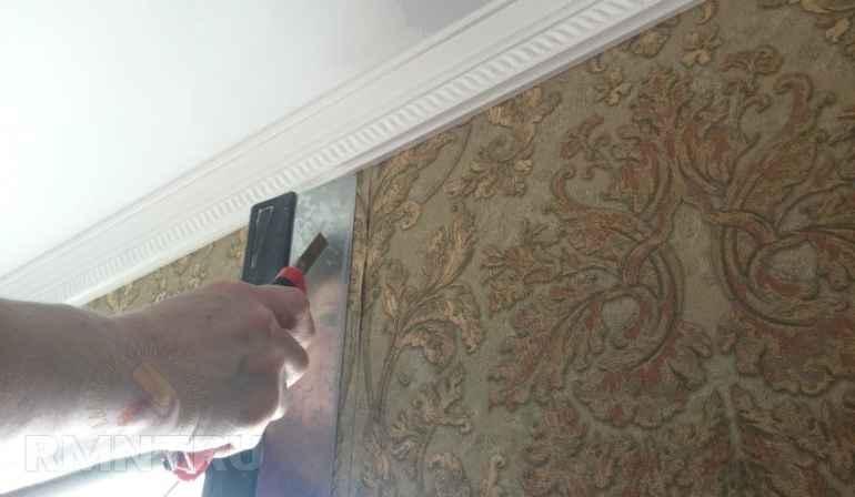 Как разгладить обои после поклейки, чтобы стены стали идеально ровными