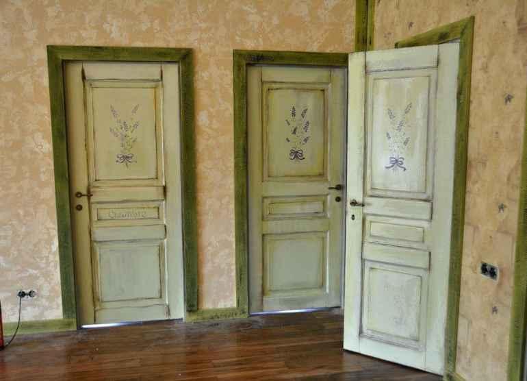 Как покрасить лакированную дверь в белый цвет