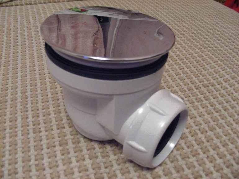 Как поставить сифон в душевой, чтобы забыть о неприятном запахе из водостока