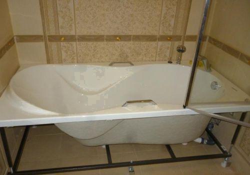 Как защитить плитку под ножками ванной от сколов и трещин