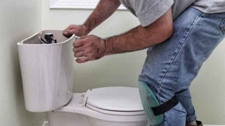 Как сделать тонкий, но герметичный шов у основания унитаза