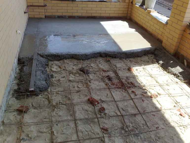 Как убрать наплывы на бетонной стяжке подручными средствами