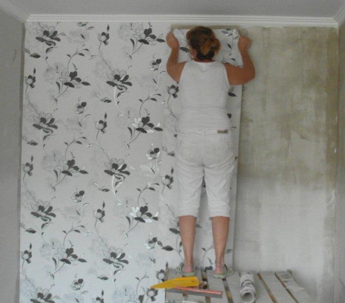 Почему нельзя начинать клеить обои на первом попавшемся участке стены