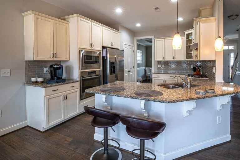 Как подобрать ламинат для кухни и выполнить укладку самостоятельно