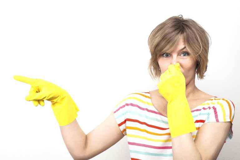 Почему появляется запах канализации в ванной и как его устранить