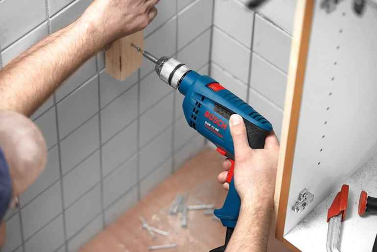 Как просверлить стену, если на ней есть плитка