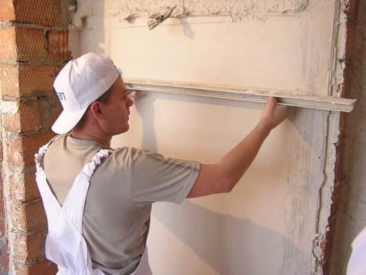 Как маячки помогут выровнять стены посредством штукатурки