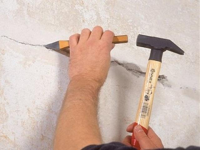 Методы демонтажа, позволяющие снять старую штукатурку